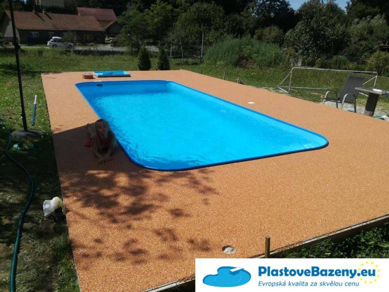 Plastový bazén do země
