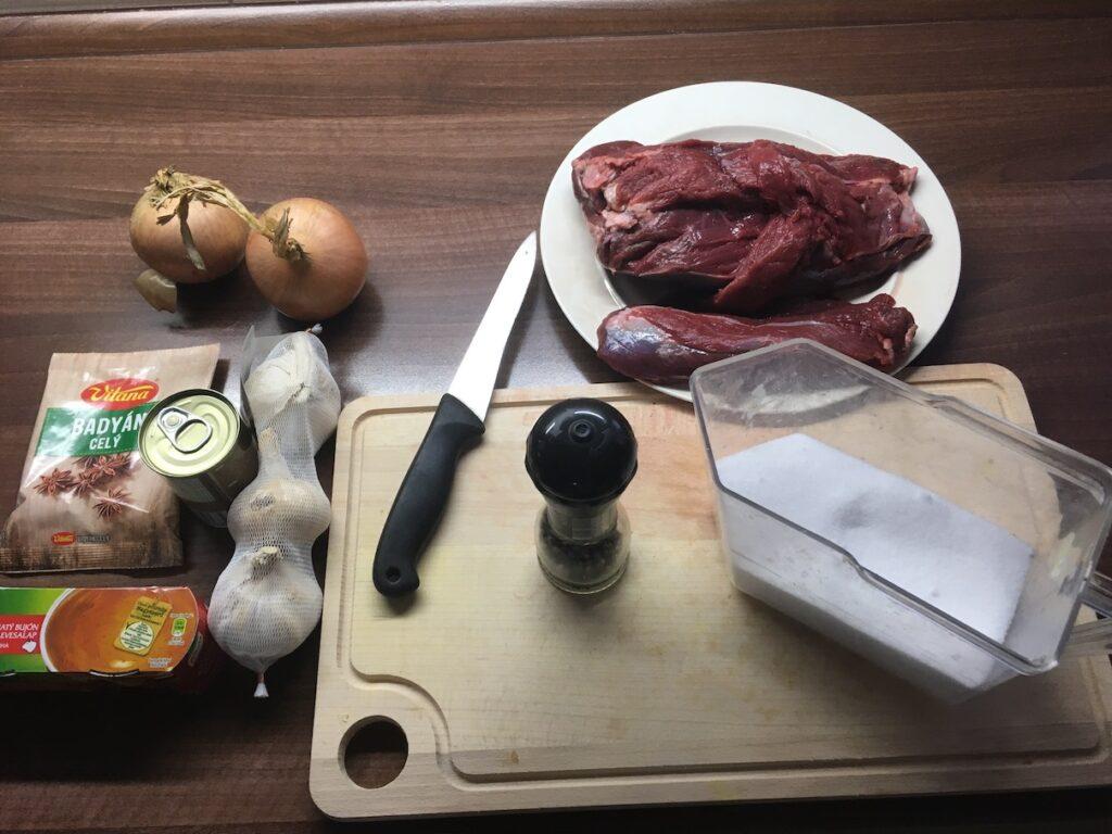 Ingredience na jelení guláš